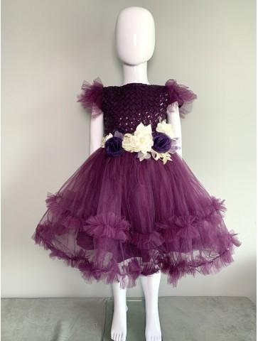 Лилава рокля с цветя