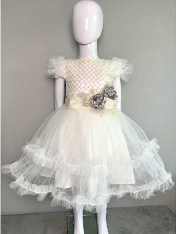 Бяла рокля с цветя