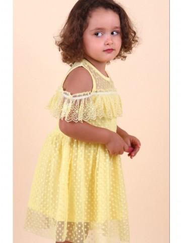 Нежна жълта рокля с дантела